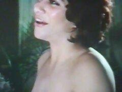 أنثى نحيلة متظاهرة للكاميرا اريد فيلم عراقي سكسي